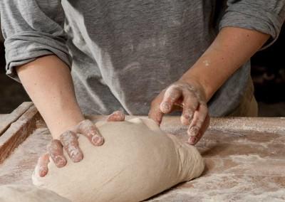 pipacs-pekseg-budapest-kezmuves-bio-felbarna-kenyer-15
