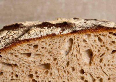 pipacs-pekseg-budapest-kezmuves-bio-felbarna-kenyer-pain-des-amis-10