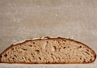 pipacs-pekseg-budapest-kezmuves-bio-felbarna-kenyer-pain-des-amis-9