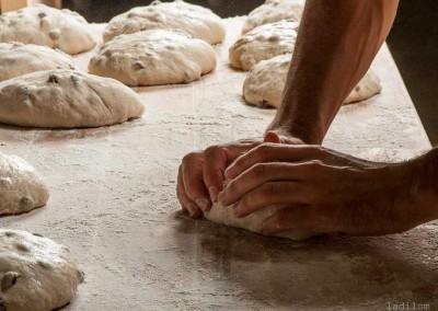 pipacs-pekseg-budapest-kezmuves-bio-mazsolas-kenyer-17