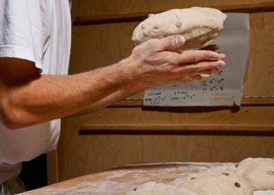 pipacs-pekseg-budapest-kezmuves-bio-mazsolas-kenyer-26